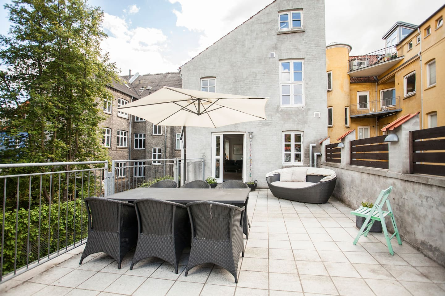 Unique townhouse with roof terrace