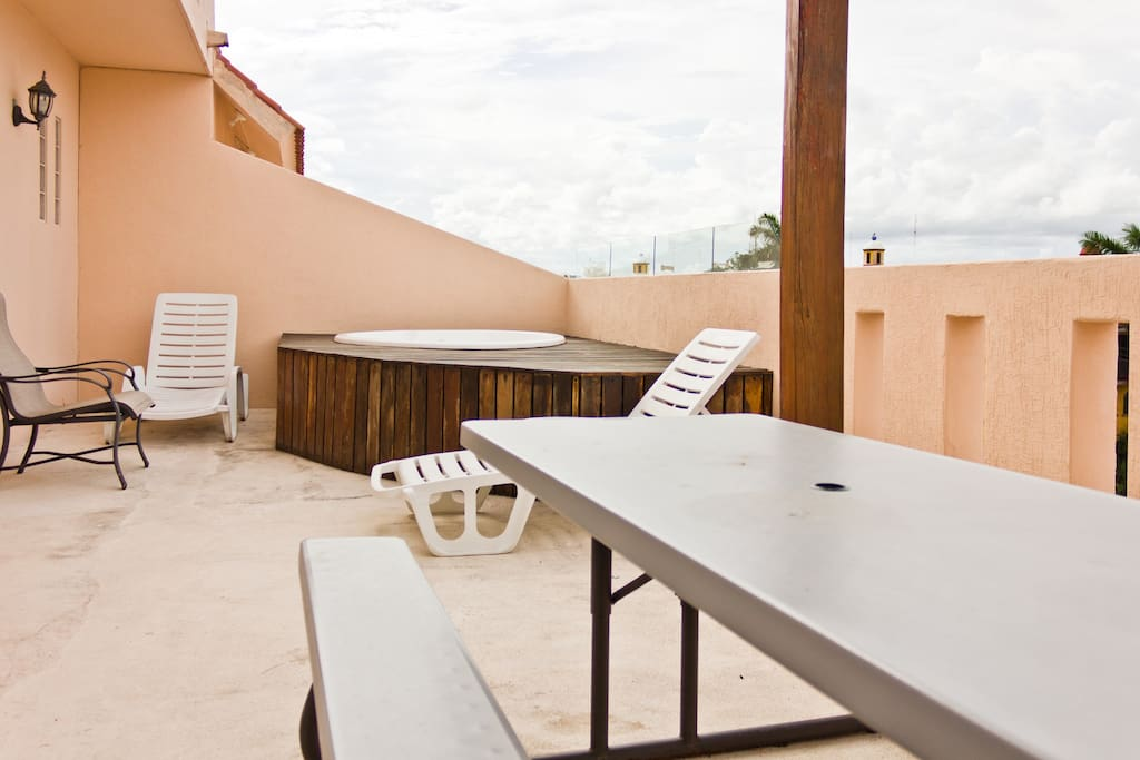 Private terrace, 3 bed condo WIFI
