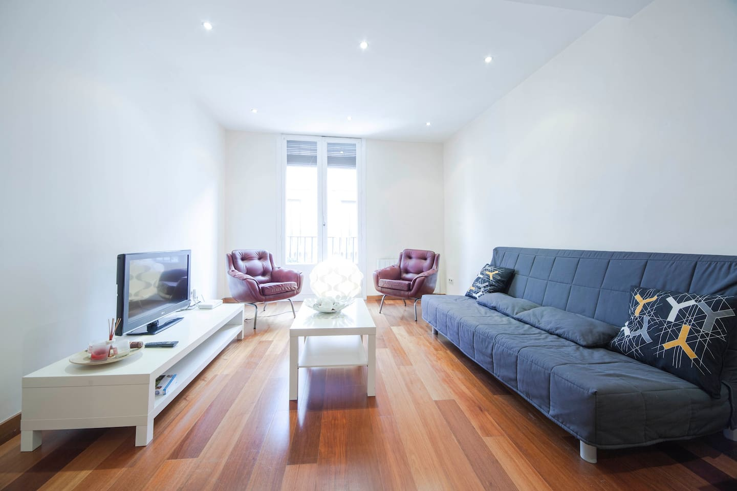 Modern Renovated Apartment in the Heart of Gotico