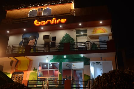 Bonfire Hostels(Super deluxe) - Bungalow