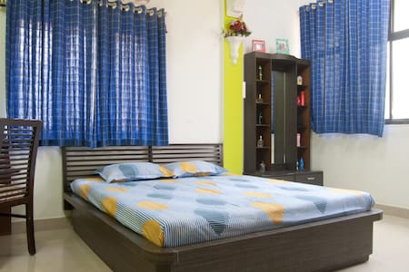 Quiet, private room near airport - Mumbai - Wohnung