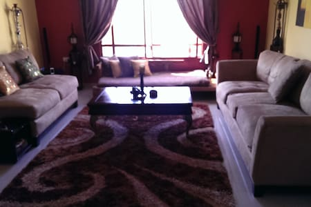 Spacious Room w/ en suite Toilet - Sidriyat Al Kheesah - House