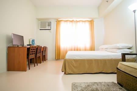 Big Studio in Bonifacio Global City - Apartment