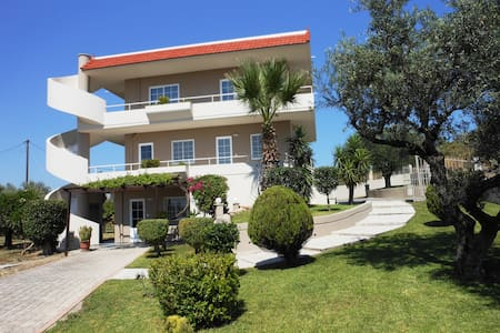 2 bedroom apartment for 4 people  - Rhodes