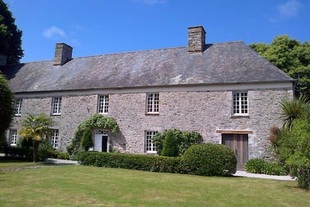 Beautiful Historical House Normandy - Le Mesnilbus - Ev