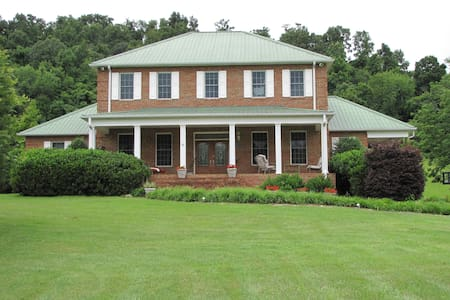 Country Get Away in Piney Flats, TN - House