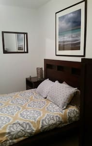 Quiet and safe private room for 2. Near 6 flags. - Santa Clarita