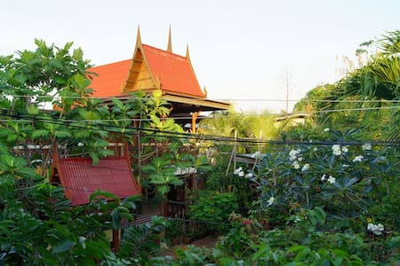 Piyachat Thai House - Home Stay - Bangkok - Talo