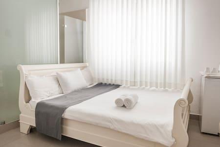 Double Room-Central Hotel Tel Aviv - Tel Aviv - Bed & Breakfast