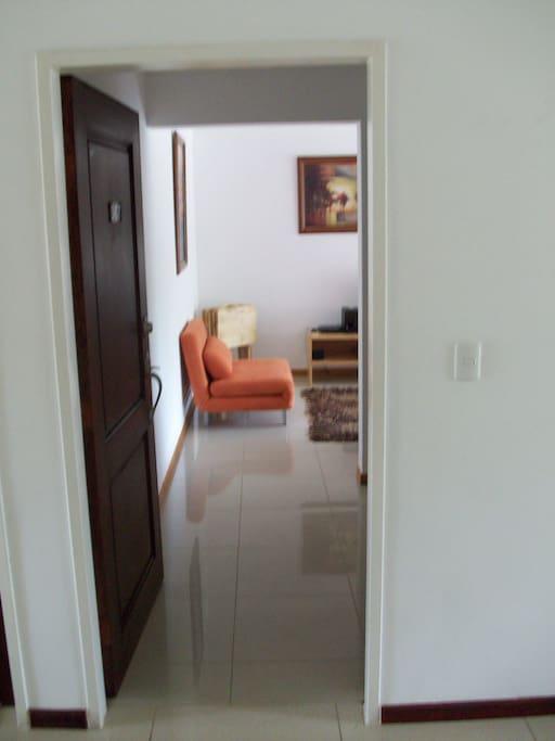 Entrance to the apartment. entrada al apartamento