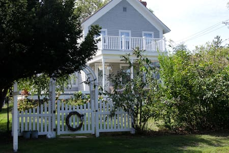SUNSET BEACH, SI: Great Farmhouse - House