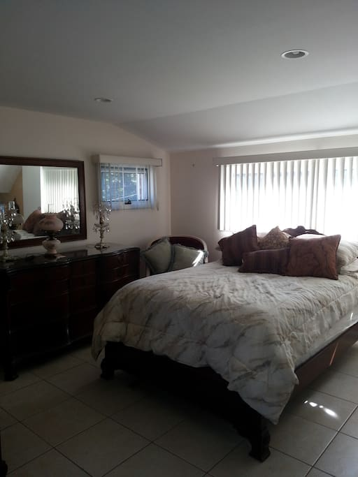 second floor Bright Pvt Master Suite with Pvt Full Bathroom