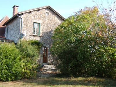 Holiday cottage in north Dordogne - Hus