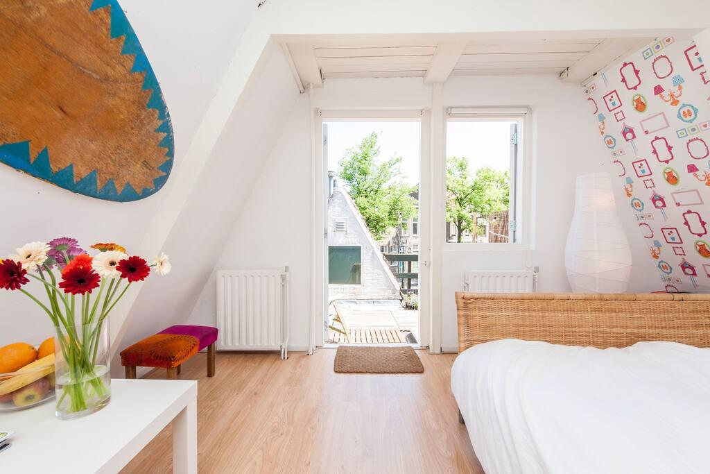 Room in Alkmaar Canal House