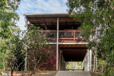 Jonnies Beach House - Point Lookout - Casa