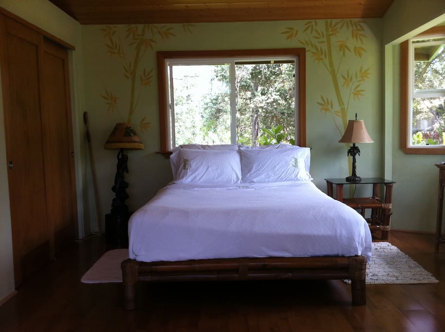 super comfortable queen size bed with view of trees and sky!!