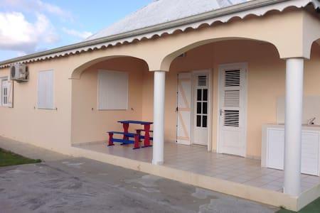 Villa 6-8 pers, calme, confortable, 10 min plage - Les Mangles - Huvila
