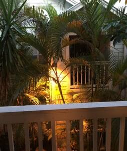 S Tampa guest bedroom w/ private walk-in bathroom - Tampa - Condominium