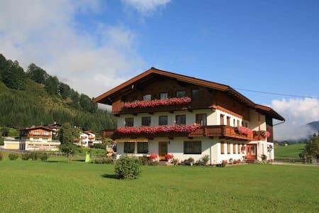 """""""Alpine Suite Achensee"""" im Berghof DAS Ferienhaus - Appartement"""