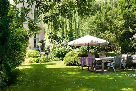 Private realm in glorious garden - Maarssen