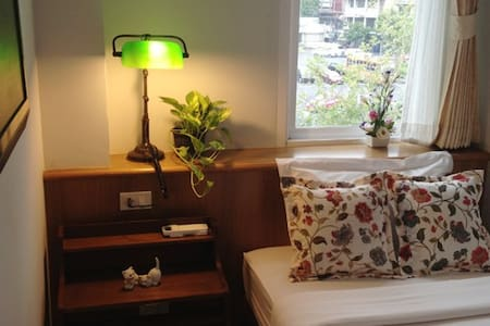 One single bed 3' x 6.5' Breakfast included (for one guest) Air Conditioner Shared bathroom, Hot/Cold shower,towel Night table with lamp Key card / LCD TV with Cable TV Free Drinking water Free WIFI, Hi speed Internet Daily cleaning