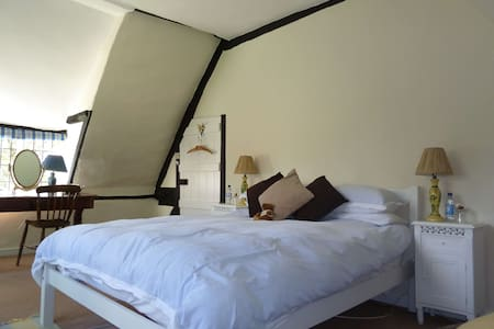 Wiltshire 15th Century BnB - double - Pousada
