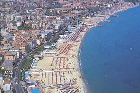 Comfy Apartment - walk to the beach - Albisola Superiore - Apartment