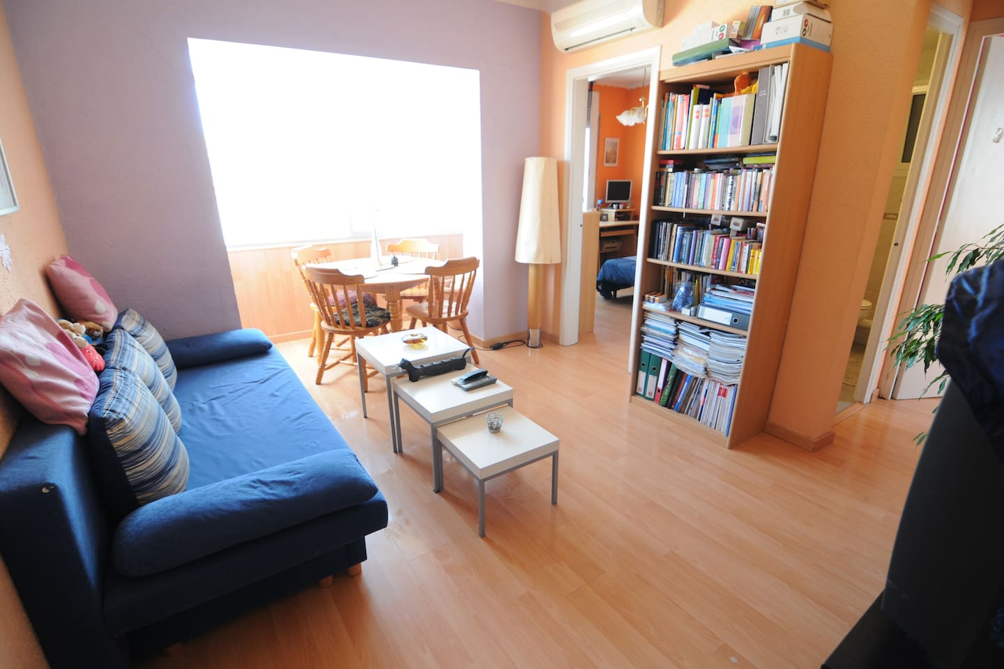 Cozy flat, 10 min from the airport