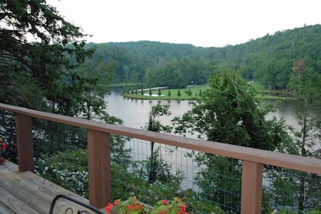 A Lakeside Retreat at Linville Land Harbor - Linville - Casa