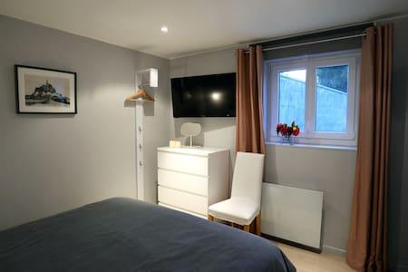 Chambre 3 au rez de chaussée, côté jardin - Pontorson, Normandie, FR - Bed & Breakfast