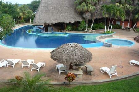 Habitación a pie de playa en resort 4* - El Jobo