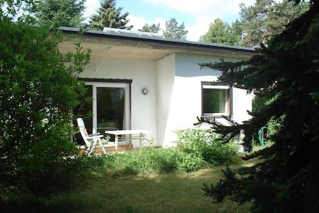 Ferienhaus an Waldsee in Brandenburg Nähe Berlin - Garzau-Garzin - Hütte