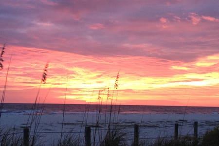 Bradenton Beach Sunsets III - Bradenton Beach - Bungalow