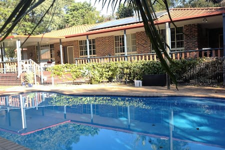 Large Family Home with Pool near Beach - Apartament