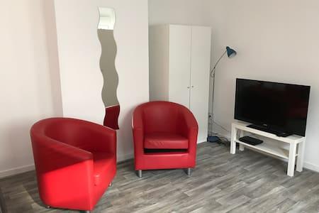 ruhiges großes 2-Zi-Appartement mit Küche+Bad - Wohnung