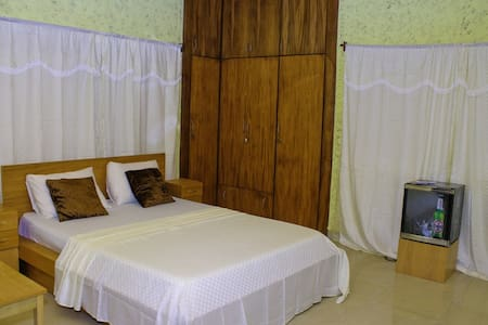 Big Apple D.E Hotel (A Superb home) - Accra - Pousada
