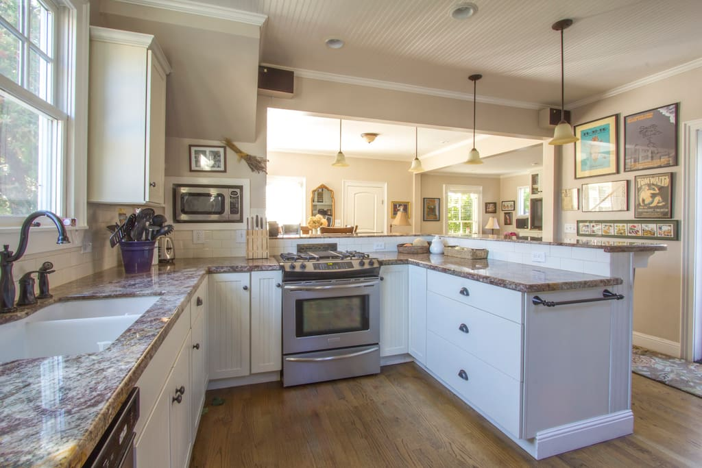 Great kitchen for entertaining. Six guests can sit around the bar and watch you cook!