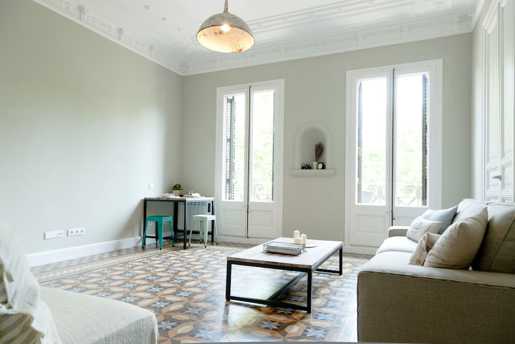 A gorgeous flat with the cutest single room waiting for you in the heart of BCN.