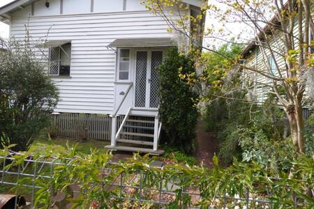 Cosy Cottage - Toowoomba City Centre - Rumah
