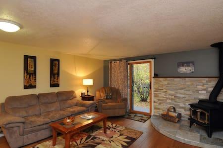 Updated 2 story, cozy townhouse. - Casa adossada