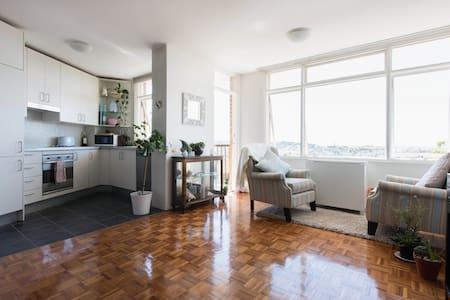 Ocean, beach & bondi panoramas - Bondi - Apartment