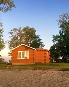 Beachfront Cabin w/private Campfire - Blockhütte