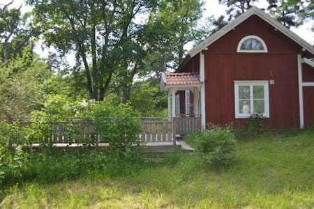 Newly renovated country cottage - House