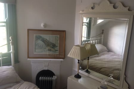 Edwardian Double Room in Cool Character Home - Casa a schiera