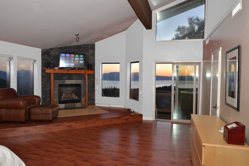 Awesome Lake Views Amp Heavenly 80 Quot Tv Houses For Rent In