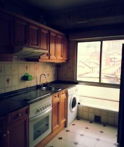 VERY CENTRAL Lovely bedroom+WIFI+TV - Santander - Apartamento