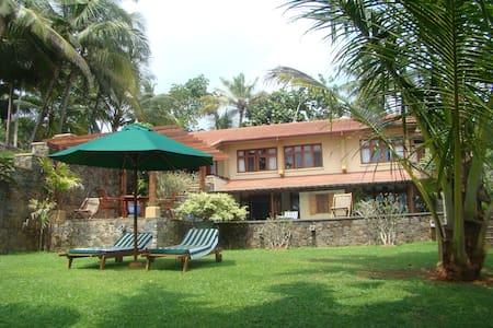 Luxury 3BR ayurvedic beach villa - Vila