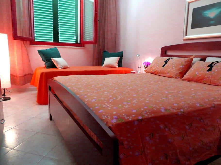 Camera da letto matrimoniale (2) con letto singolo extra - Double room (2) with extra single-bed