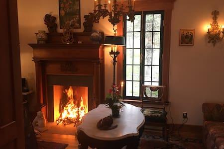 Horned Dorset Colony Suite 10 - Leonardsville - Bed & Breakfast
