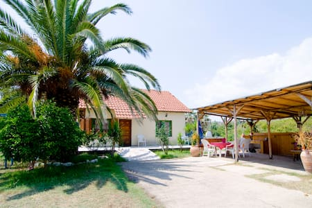 vila for 10 with garden near beach - House
